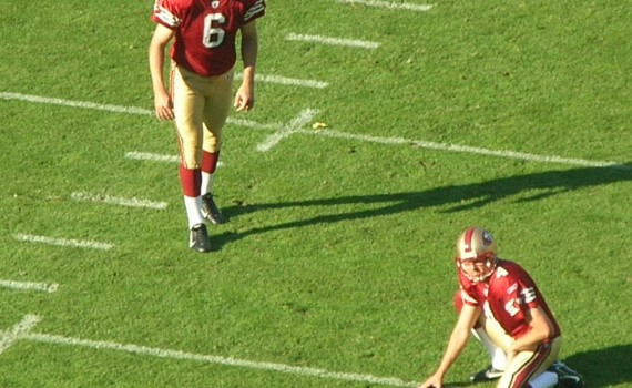 Joe_Nedney_kicks_PAT_at_Rams_at_49ers_11-16-08[1]